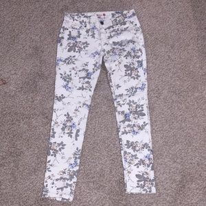 Skinny 1st kiss white floral sequin jeans